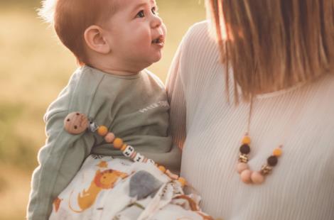 Collana allattamento: che cos'è e a cosa serve?